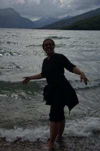Dani nach der 6stuendigen Wanderung beim Abkuehlen im See