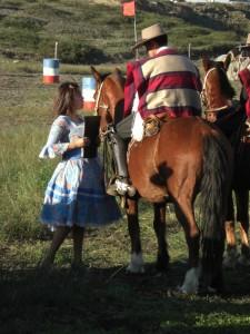 taditionelle chilenische Tracht bei einem Reitwettbewerb