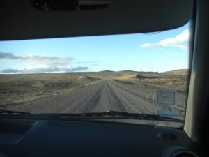 auf Schotterstrassen in der argentinischen Pampa unterwegs