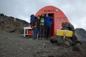 mit unserem Guide Martin vor dem Refugio