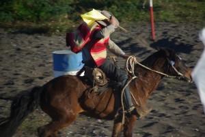 Reiter beim Geschicklichkeitsslalom