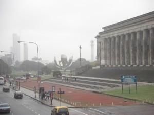 Alltag in Buenos Aires - Regen, Nebel, Smog und Kunst (Museo de las Bellas Artes im Bild)
