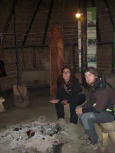 am Lagerfeuer in einem Mapuche-Zelt
