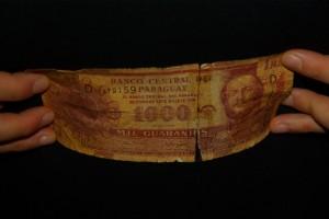 Durch wieviele Haende sind die paraguayanischen Geldscheine wohl schon gelaufen??