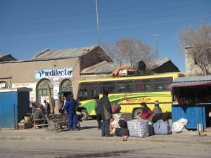 Aufbruch in Uyuni - unser Bus fuer die naechsten 6 Stunden