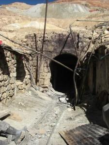 Der Eingang zur Hoelle - noch blutverschmiert von den Lamaopfern