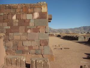 wunderschoen gefuegte Mauerstruktur, fast wie bei den Inka