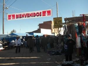 als wir ankommen ist auf den Strassen schon ziemlich viel los in Tiahuanacu