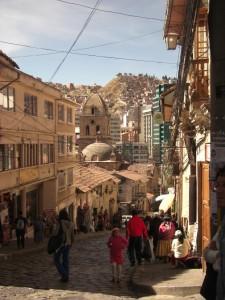 geschaeftiges Leben in den Strassen von La Paz