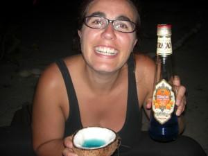 Der Traum - am Strand aus Kokosnuessen Cocktails trinken - auf Curacao natuerlich mit dem weltbekannten Blue Curacao Liquor