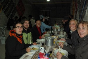 beim Abendessen in netter Runde
