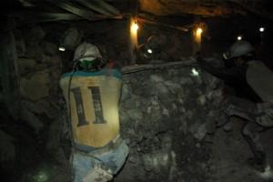 Haerteste Arbeit im Bergwerk bei 30 Grad und ohne Frischluftzufuhr