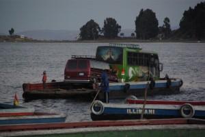 ..und so wird unser Bus dann ans andere Ufer befoerdert