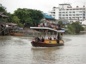 Flussueberquerung in Ayutthaya