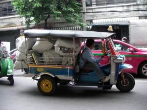 mit diesem Fahrzeug wird hier so allerhand transportiert