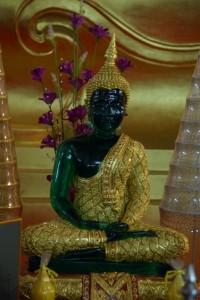auch diesen kleinen schoenen Smaragdbuddha sieht man dort