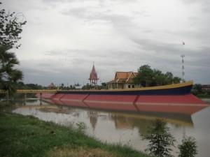 Pursat hat Aehnlichkeit mit Graz - schwimmende MUR-Insel :-)