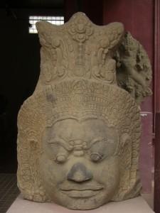 diesen Koepfen sind wir bereits in Angkor begegnet