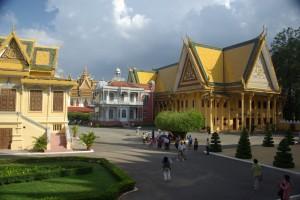die keonigliche Verwaltung mit dem Pavillon Napoleons III im Vordergrund