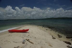 der Blick von der vorgelagerten Insel auf unseren Strand