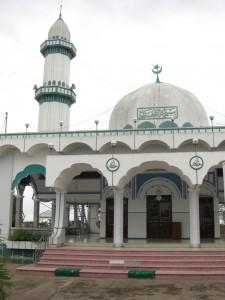 Die grosse Moschee - ganz ungewohnt in Suedostasien
