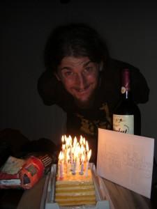 ...und Geburtstagsueberraschung komplett mit Kuchen und Geschenken, Wahnsinn!
