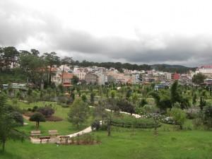 Dalat - gruen, feucht, kuehl und wirkt wie ein franzoesischer Kurort