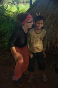 Dani mit ihrem Liebling, dem juengsten unserer Phnong Begleiter, ein richtiger Lausbub :-)