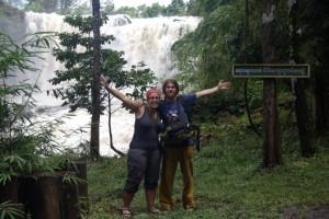 nach der spannenden Fahrt am Wasserfall angekommen
