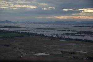 Am Horizont der Grenzverlauf zwischen Kambodscha und Vietnam - wie man sieht ist der Grenzverlauf fliessend :-)