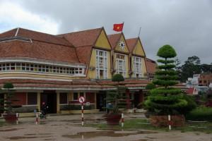 Orginal aus der Kolonialzeit - zu einem franzoesischen Kurort gehoert eine Eisenbahn - so kam Dalat zum erstan Bahnhof Vietnams