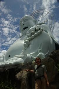 Wenn man in das Gesicht dieses Buddhas schaut wird einen doch warm ums Herz, oder? Der Happy Buddha :-)