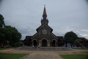 ...eine schoene franzoesische Missionarskirche aus Holz von 1913..