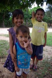 Besonders hatten es uns die Kinder in den Doerfern angetan, die trotz nicht einfacher Lebensumstaende immer eine grosse Lebensfreude zeigten