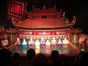 und abends gehts ins Wasserpuppentheater - hier die Akteure, die im Wasser stehend die Puppen im Wasser bewegen