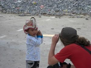 ..und auf Kinder, die sehr interessiert an uns sind.... wuerde mir seine Kappe denn auch stehen?