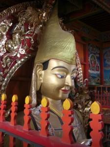 Das Allerheiligste des Klosters, eine riessige Buddhastatue