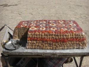 ...super fuers Wandern, eine tibetische Spezialitaet, eine Art gepresstes Studentenfutter(wie tuerkischer Honig), geballte Energie.