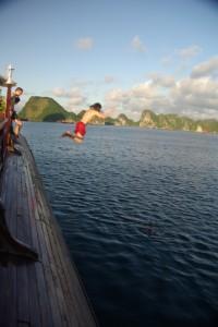 nach dem Paddeln konnten wir uns noch Abkuehlen und von Board springen :-)