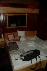 ....das erste Mal in einer Kabine auf einem Schiff uebernachten - etwas heiss aber sehr komfortabel
