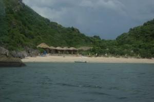... zu unseren Bungalows auf Monkey Island
