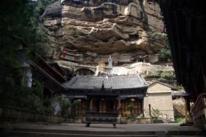 NAch einer Wanderung von ca 3 Stunden schliesslich am spektakulaeren Baoxiang Tempel.