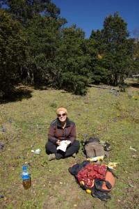 ...erreichen wir einen wunderschoenen Picknickplatz wo wir die Sonne geniessen und uns unser tibetisches Essen schmecken lassen