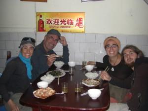mit Thomas und Emma lassen wir uns das chinesische Essen schmecken - echt gut