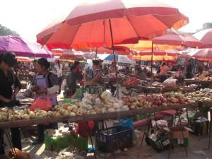 bekommen tut man am MArkt alles, von Obst und Gemuese...