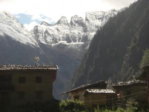 Das untere Yubeng village mit Blick auf den Buddhakopf der Meili Gebirgskette