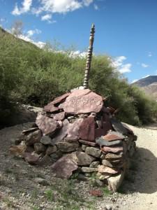 ...und vieeelen wunderschoenen tibetischen MAni(gebets)steinen.