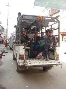 ...auf gehts im Mountain Bus (Bergbus) in Richtung Rams Dorf