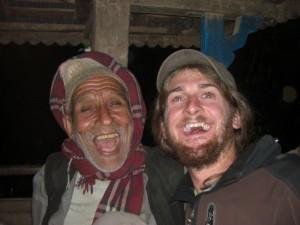 Alex unterhaelt sich mit dem Onkel von Ram - die beiden verstehen sich praechtig :-)