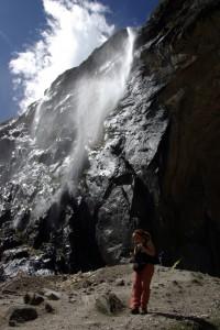 ...wir sind uns alle einig, dass der Wasserfall fuer die Tibeter heilig ist, ist kein Wunder. Einer der schoensten Plaetze an dem wir je waren.